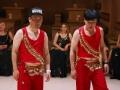《极速前进中国版第二季片花》筷子兄弟大红亮片上演性感肚皮舞 频出错闹笑话