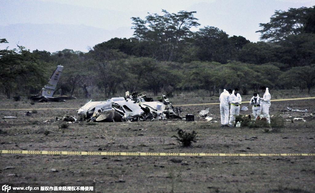 当地时间2015年7月31日,哥伦比亚科达齐,哥伦比亚空军一架运输机在与委内瑞拉接壤边境处坠毁,坠毁原因为发动机失效,11名哥伦比亚军事人员死亡。