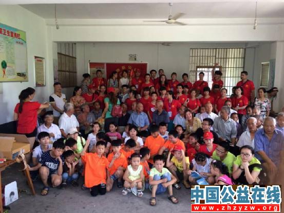 """长沙市志愿者开展""""关爱老人 温暖夕阳""""活动"""