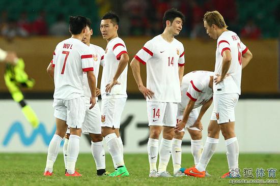 国足0-2韩国众将赛后神色晴朗
