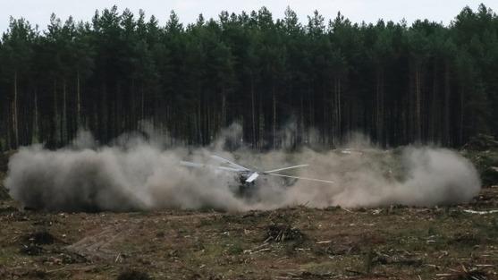 俄罗斯一架米-28武装直升机在航空表演时意外坠毁爆炸。(图片来源:路透社)