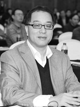 梁勤俭 资深媒体人,现为中国广告协会报刊分会主任,首都经济贸易大学特聘教授,重庆新闻学院兼职教授。