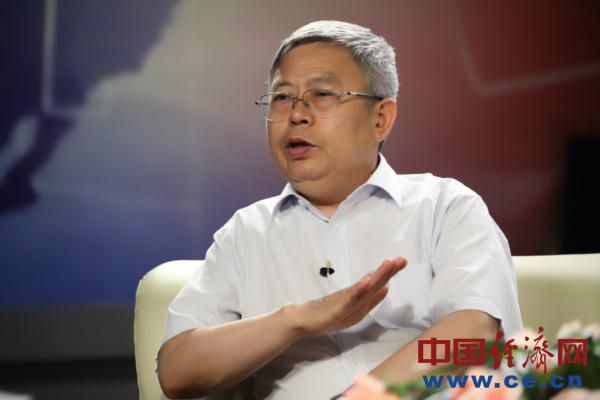 国务院扶贫办党组布告、主任刘永富做客中经在线访谈。
