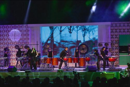 颁奖典礼以击乐为主题贯穿演出,第一场演出由朱宗庆打击乐团演绎赖德和作品对决,气势滂沱