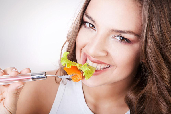 夏天又热又没胃口。五道凉菜清透营养