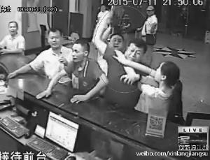 南京处长殴打酒店服务员边动手边喊我是官员谜跳蛋姬情趣图片
