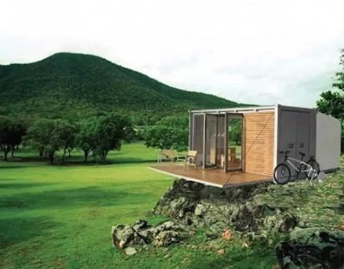 位于Rosneath半岛公园内,这是一个艺术家驻地,60英亩的山坡上, 几个集装箱焊接在一起,屋顶种植着绿植,三个住宿单位。