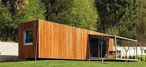 模块化预制房,由集装箱,雪松木镶板,双层充氩窗户,石板浴室,四种不同的设计方案,从40000美元到135000美元不等。