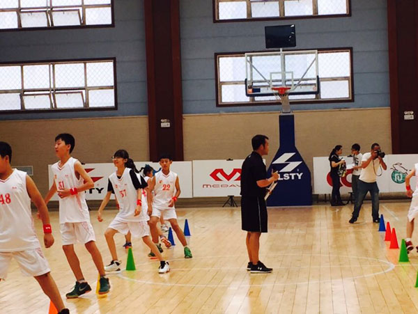 中篮少儿篮球训练营暨篮球教练员培训班启幕