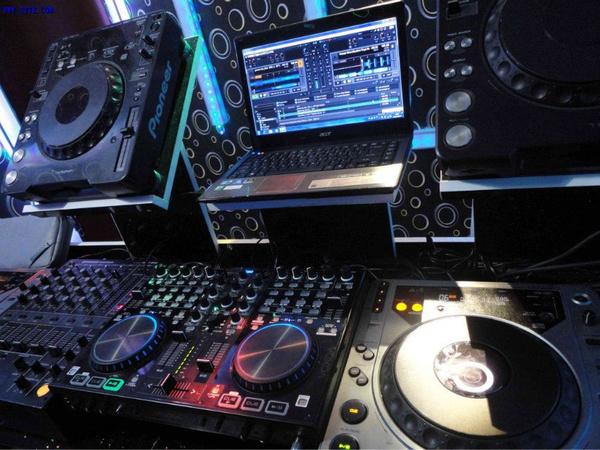 夜店数码dj打碟设备
