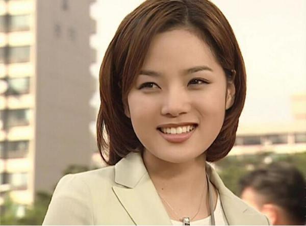 蔡琳爱上女主播剧照_大家必然记得韩国电视剧《爱上女主播》的女主吧,她就是蔡琳.