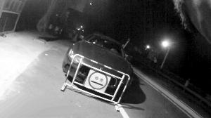 被查获的两辆豪车 通信员供图