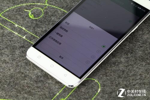 它的指纹录入比较简单,比IPhone要更快捷。当录制好一组指纹之后,你会发现大神Note3指纹识别的玩法比较多,它支持:解锁、指纹快拍、一键快拨以及打开应用。它可以通过指纹一键开启微信等应用,比较方便。