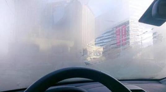 汽车车窗起雾怎么办高清图片