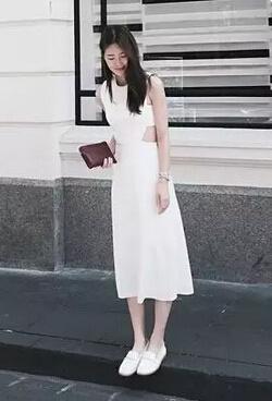搭配2,白色长裙搭配白色系带单鞋