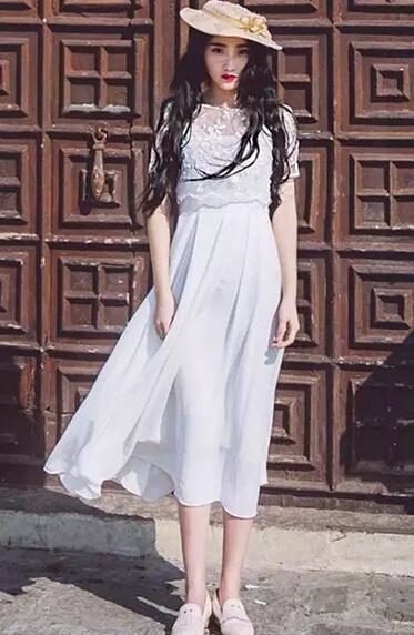 白色裙子怎么搭配_白色连衣裙如何搭配鞋子-