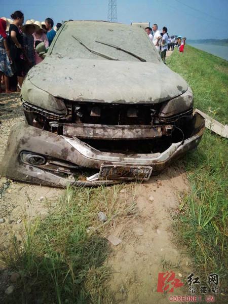 车内有一具高度腐朽的尸身,经证明,恰是失联的赵华