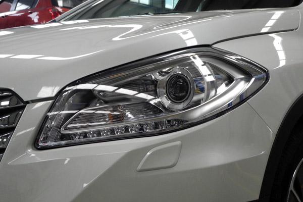 锋驭1.4T车型配备了带有自动开启和清洗功能的氙气大灯