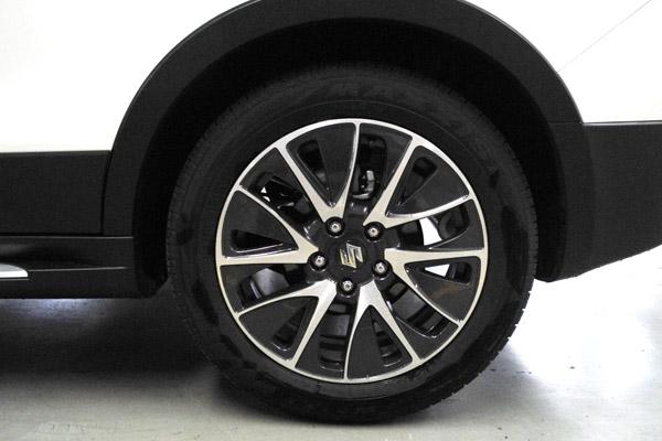 锋驭1.4T车型采用了规格为215/55 R17 的玛吉斯轮胎