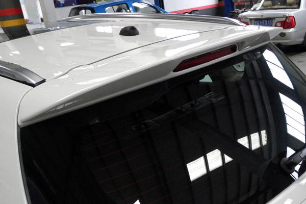 车尾上方增加的尾翼进一步增加了锋驭1.4T车型的运动感