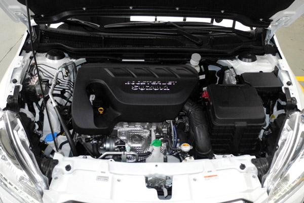 1.4升直喷涡轮增压发动机是最显著的变化,140马力的最大功率和220牛·米的峰值扭矩为锋驭提供了更加充沛的动力