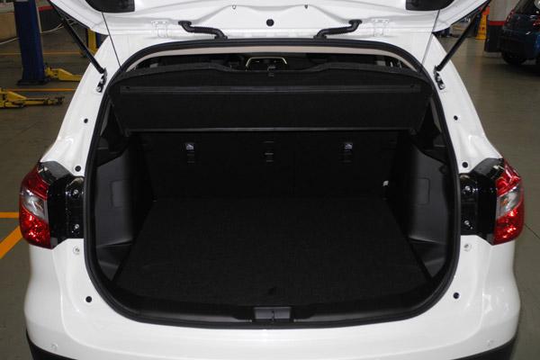 锋驭行李厢容积为430L,后排座椅放倒之后可达1200L