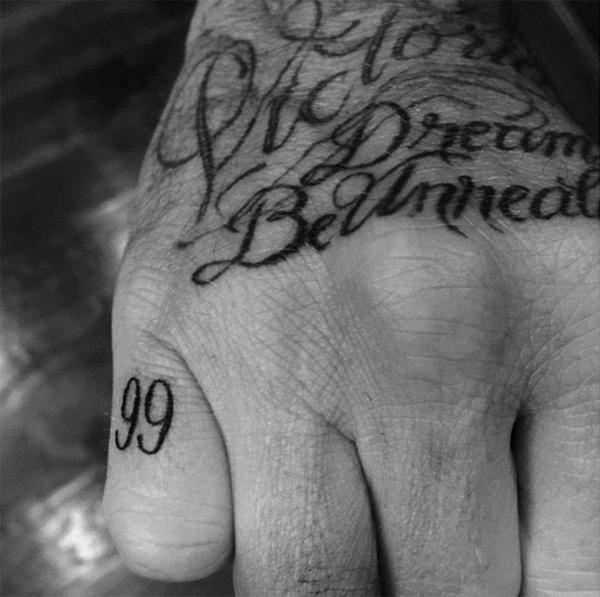 揭秘小贝40处纹身含义:难忘曼联三冠王