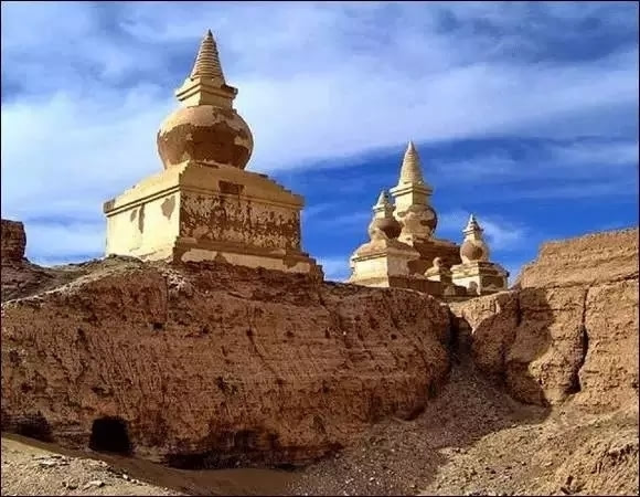 西夏王朝_西夏王朝的缔造者是党项羌族,属于游牧民族,原居于黄河河曲一带.