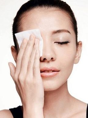 卸妆水怎么用?卸妆水最正确的使用方法详细
