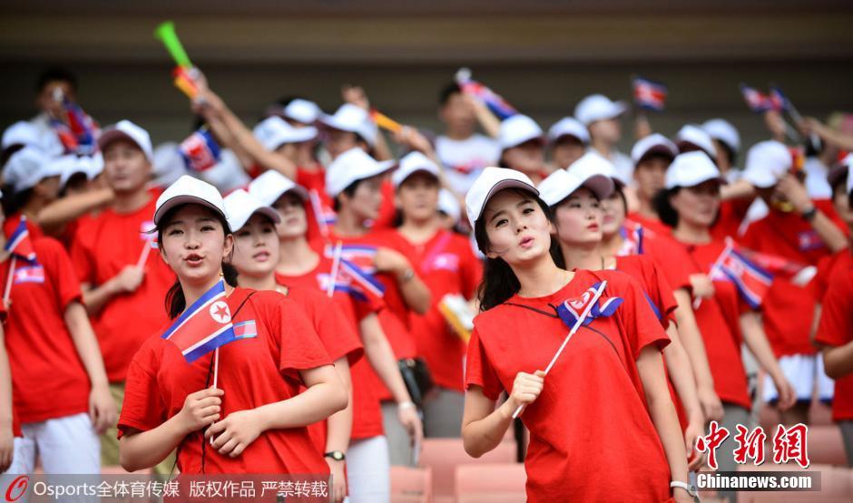 朝鲜美女啦啦队惊艳亮相东亚杯组图