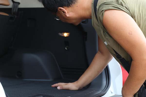 DX7后备箱设有只有A级车顶配才会配备的12V电源,特别人性化,贴心到家!