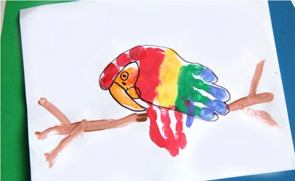 亲子手印画——鹦鹉图片