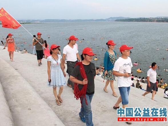 湖北郧阳区小草义工:暑期防溺宣传巡逻在行动