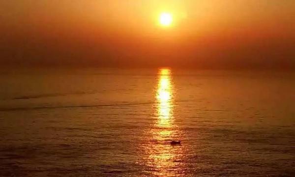 清晨早起看海上日出→上午出海钓鱼→下午环岛游,顺便去灯塔看日落和