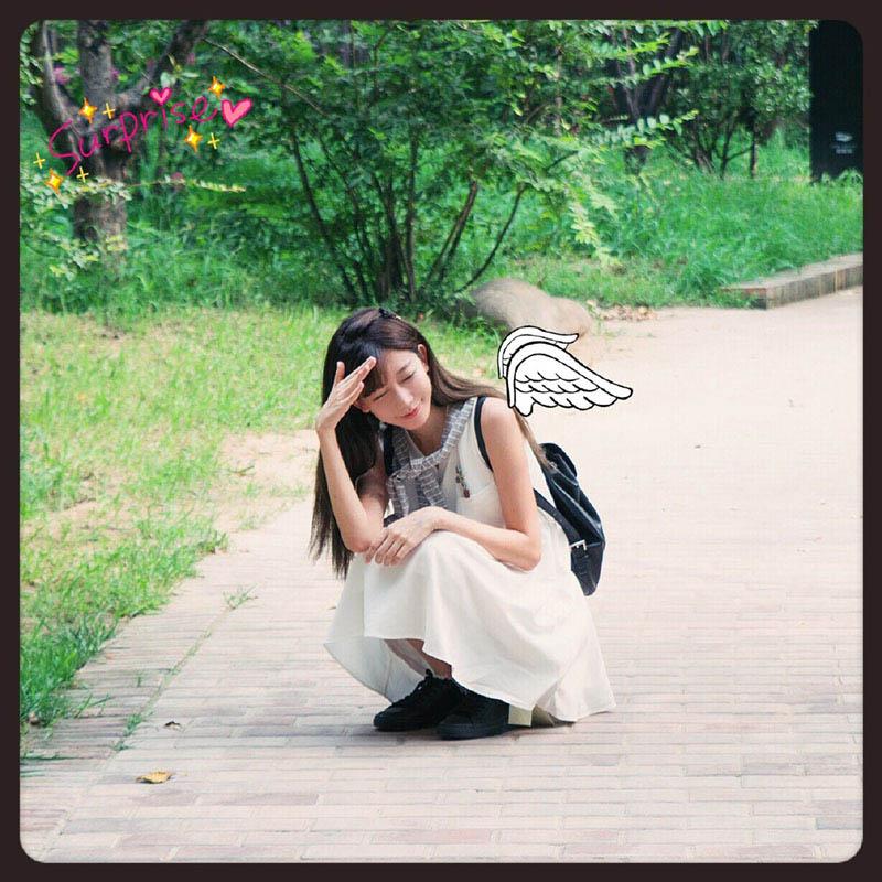 2015CJshowgirl陈潇晒新照 白色连衣裙酷似高中生