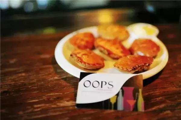 用红薯炸成的薯条,比土豆薯条更甜,搭配千岛酱或者番茄酱.