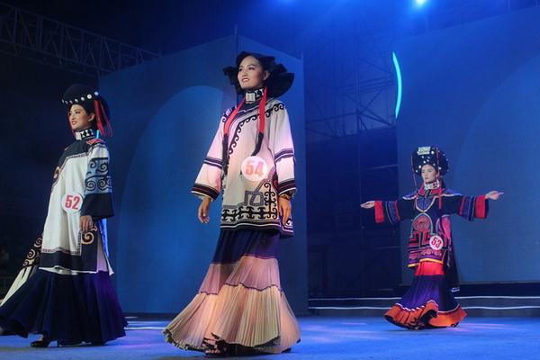 李洋形象设计艺术学校2015国际火把节