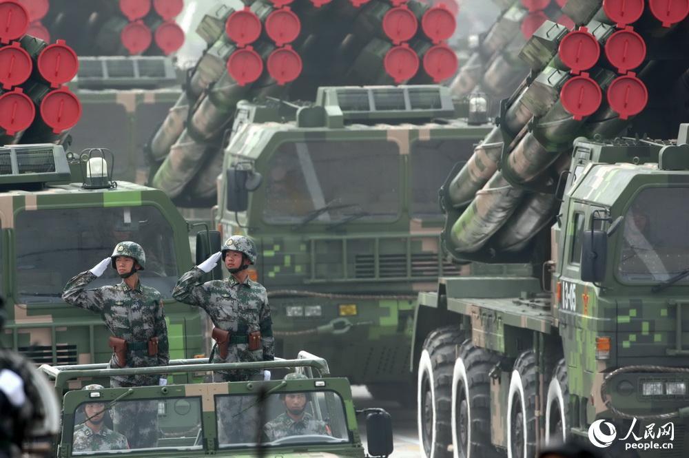 远程火箭炮方队_2009年国庆阅兵中的远程火箭炮方队。乔天富