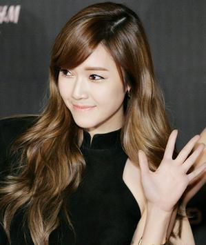 正文  这款偏分的斜刘海长卷发也是圆脸适合卷发发型设计,长斜刘海图片