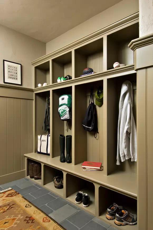 鞋柜一般是在进门处,进出换鞋方便