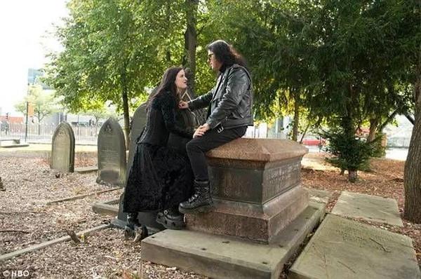 现实版吸血鬼真的存在吗 现实版吸血鬼夫妻喜吸食人血
