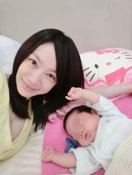美女主播为早产儿子暴瘦白头 一周睡不到10小时