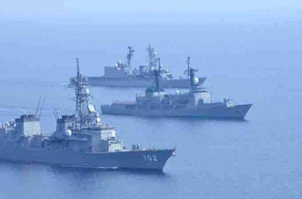 原文配图:日本和菲律宾5月12日在南海争议海域举行首次联合海军演习。