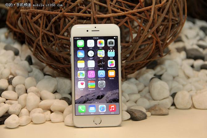 苹果iPhone的每一次升级都牵动着众果粉的心,此次iPhone破天荒的将屏幕尺寸提升到了4.7寸,看视频、玩游戏的体验较之以往更加畅快<b