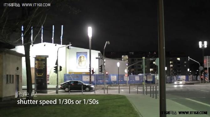2.保持你的快门在1/30秒到1/50秒之间,这样既保证了通光量,又能保留画面中物体的运动模糊<b