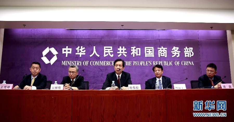 相关负责人分别介绍中国东北亚经贸合作,东北亚博览会的有关情况及图片