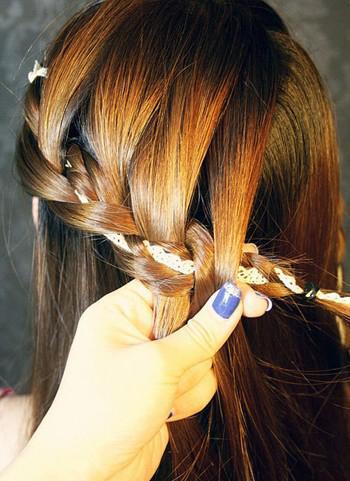 最适夏天甜美发型,一分钟完成!图片