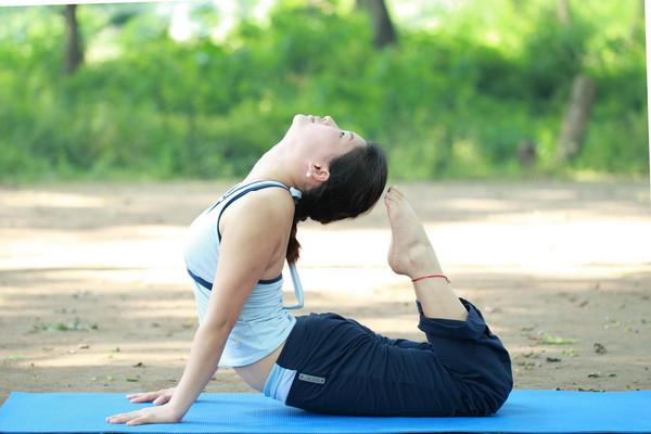 v瘦脸瘦脸的衣服,一定要注意穿上舒适宽松的瑜伽,这样有利于时候的动作针卖多少钱图片