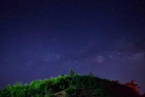 星空之美|夏夜就应该躺在草地上看星星,全球星空