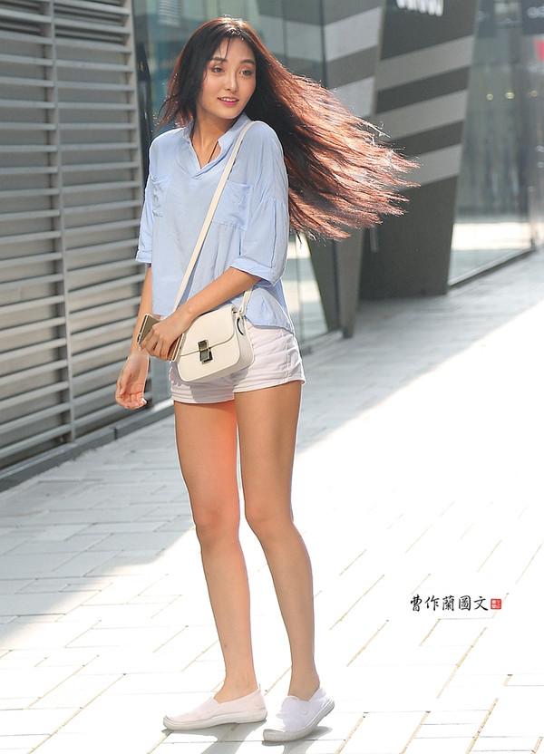 国产无码分享第一站_时尚 正文  来到时尚地标的美女们,很多都愿意秀一把.